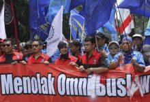 Photo of Serentak, Hari Ini Puluhan Ribu Buruh Aksi Tolak Omnibus Law Ciptakerja