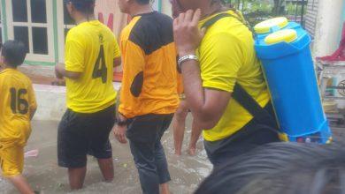 Photo of Wakil Rakyat Ini Hujan-hujanan Demi Tangkal Corona