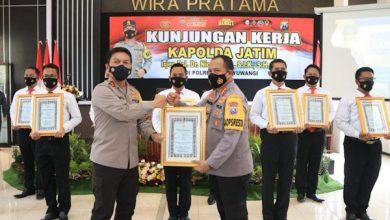 Photo of Ungkap Uang Palsu Rp 4 Triliun, Kapolres Banyuwangi dapat Penghargaan