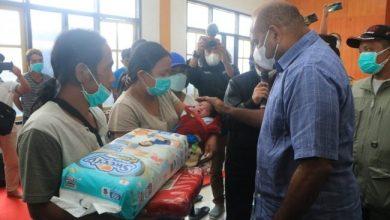Photo of Kapolda Papua Kunjungi Warga Dampak Kerusuhan Yalimo